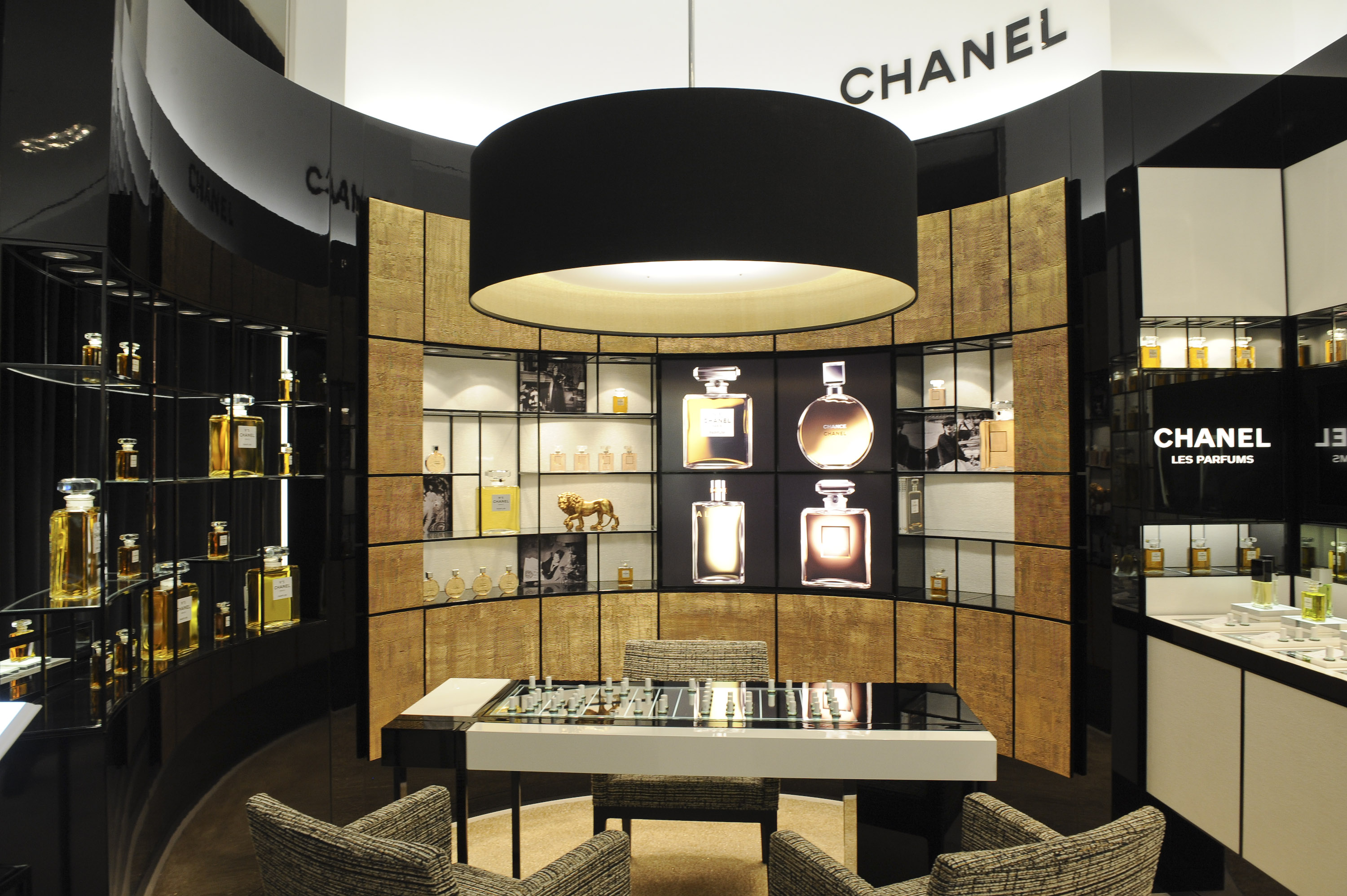 When i run chanel scents of self for Boutique decoration maison